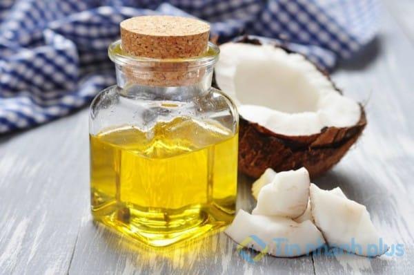 Làm trắng da bằng chuối và dầu dừa