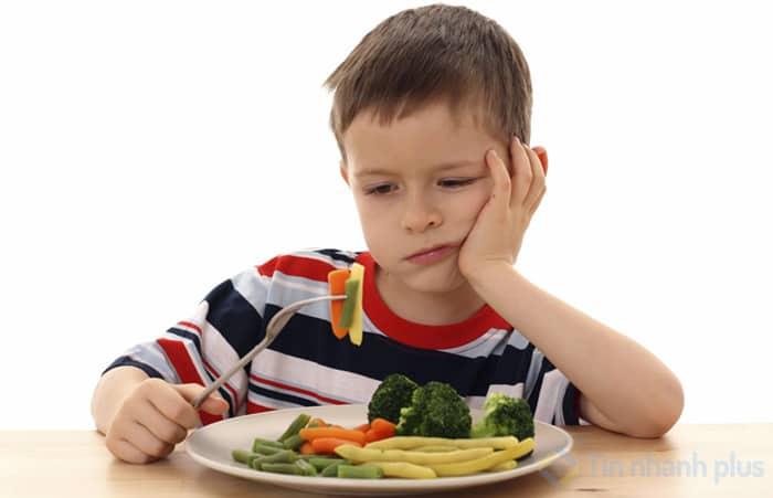 trẻ lười ăn