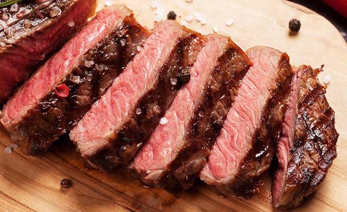 có nên ăn thịt bò khi có kinh nguyệt không