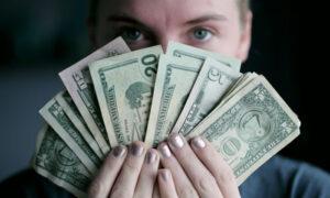 đồng tiền làm thay đổi con người