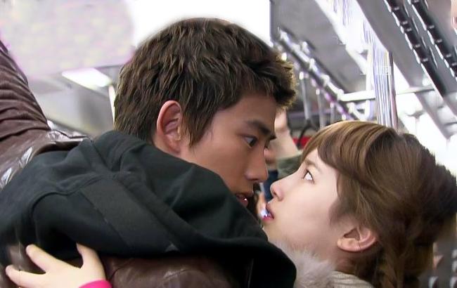 tại sao con trai thích hôn môi con gái