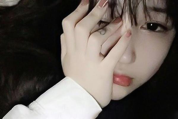 con gái khóc
