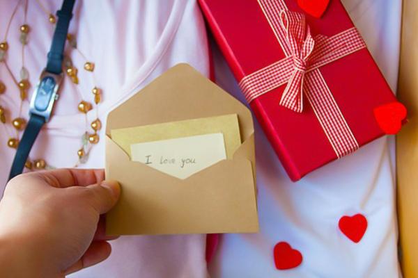 nên tặng quà gì cho bạn trai