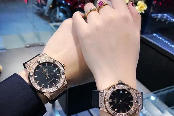 tặng đồng hồ cặp cho bạn trai