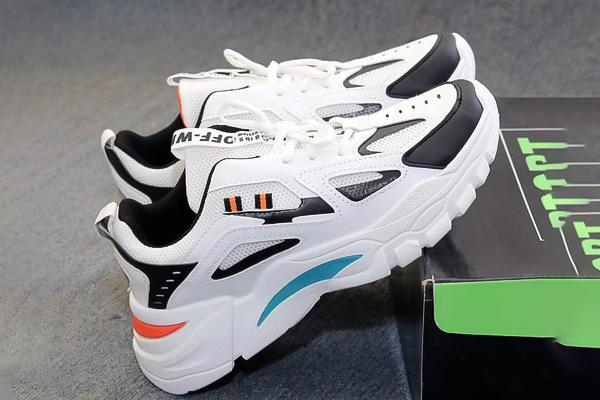 tặng giày cho bạn trai