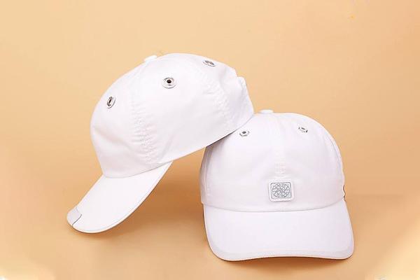 tặng nón cho bạn trai