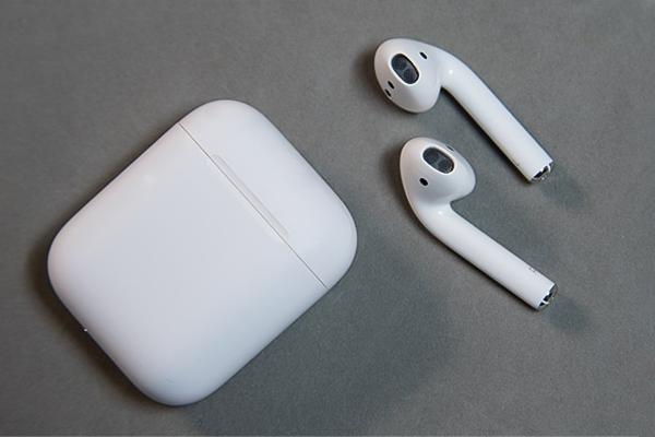 tặng tai nghe airpods cho bạn trai