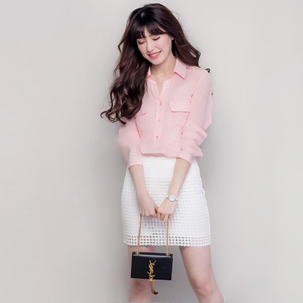 áo hồng váy trắng