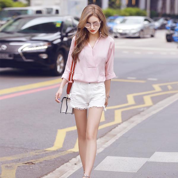 quần trắng áo hồng