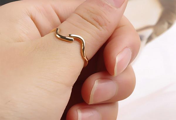 ý nghĩa đeo nhẫn ngón tay cái