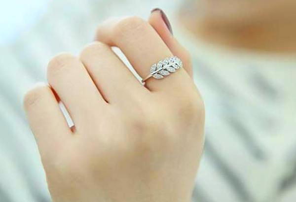 ý nghĩa đeo nhẫn ngón trỏ